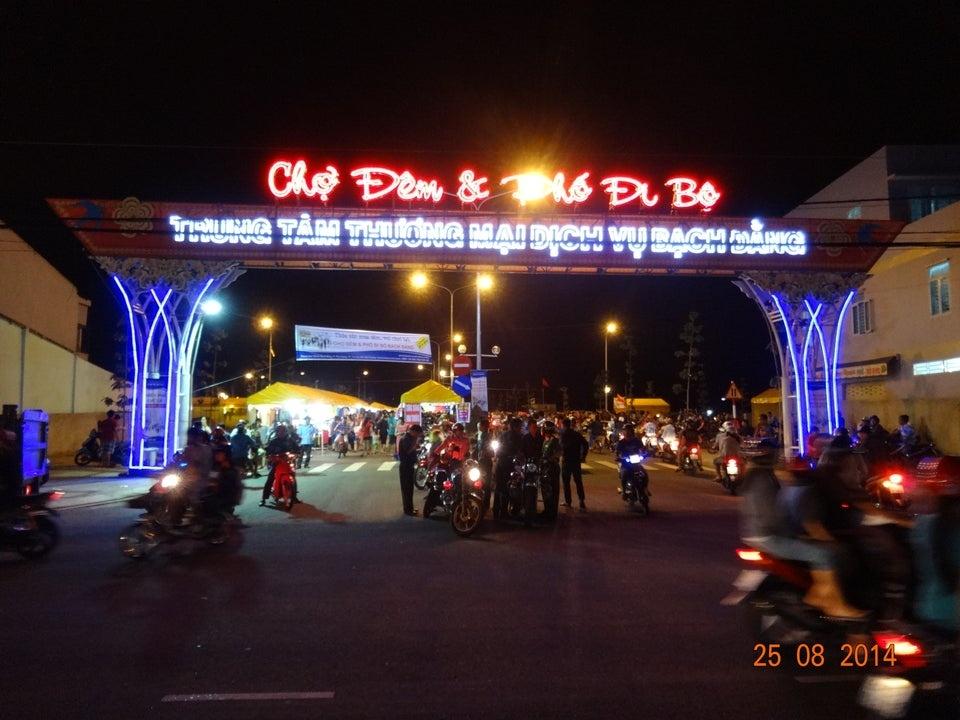 Cho Dem Bach Dang Dia Diem Binh Duong (1)