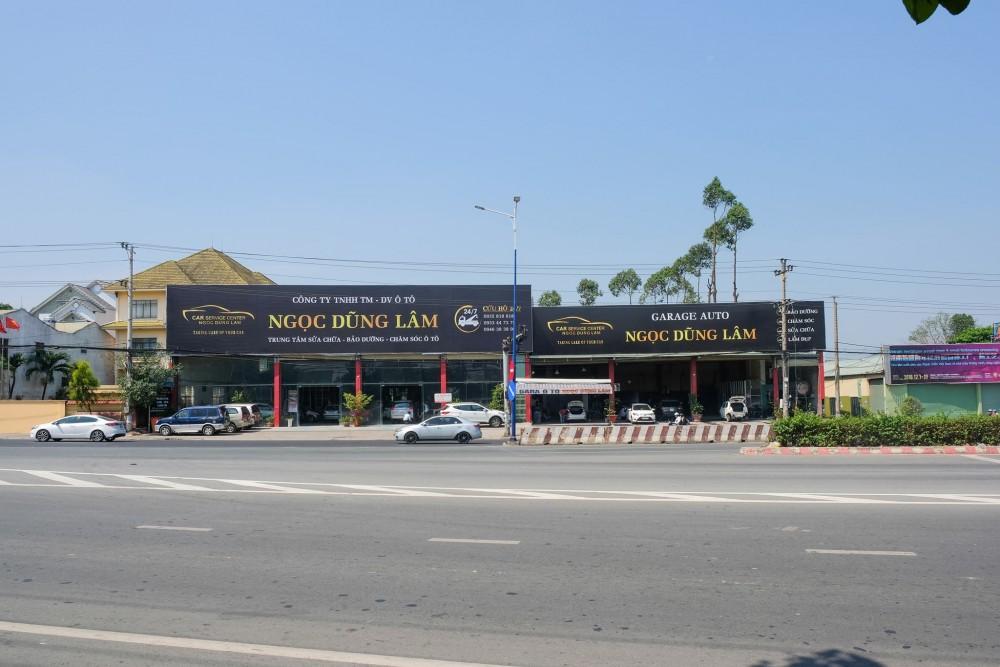 Garage O To Dung Ngoc Lam